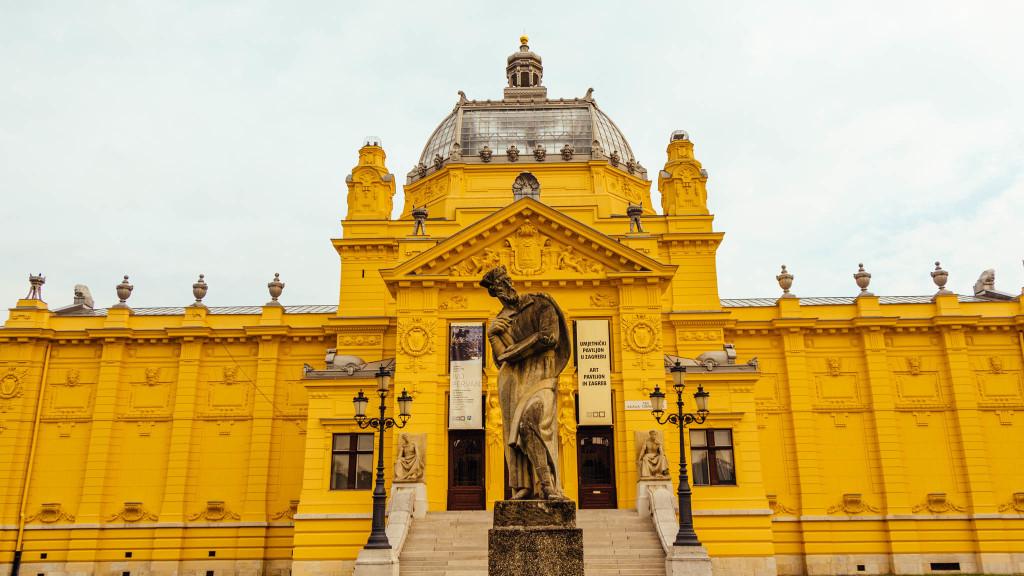 King Tomislav square (Trg kralja Tomislava) and gallery | Zagreb